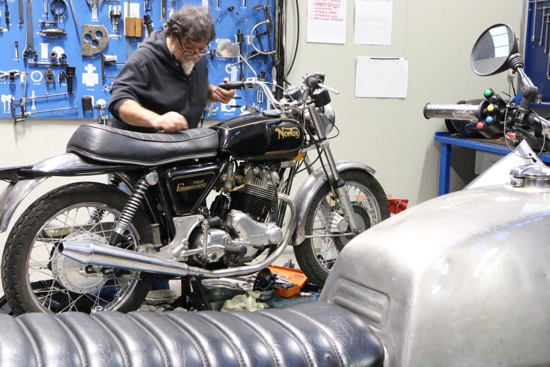 Rimessa in moto Norton Commando Firenze Toscana Officina Moto